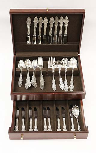 #93764 - Vienna by Reed & Barton SERVICE FOR 8 with SOUP/BUTTER SPREADERS/SERVERS