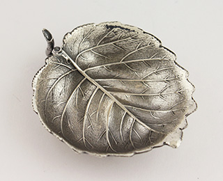 #88705 - Place Card Holders by Buccellati HAZELNUT LEAF Place Card Hold